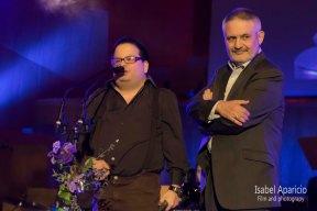 Jorge Aparicio y Manuel Aparicio recibiendo un premio Simón